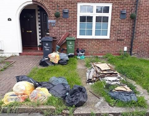 Picture of an eyesore garden in Chaplain Road, Dagenham